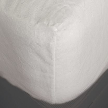white fitted linen sheet